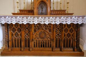 L'ancien autel de la chapelle, devenu autel latéral. Mgr Lefebvre a célébré sur celui-ci